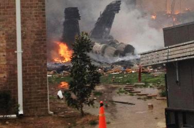 Lakóházra zuhant egy harci repülőgép az USA-ban  - hat sérült