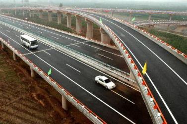HIHETELEN: Több százezer kilométer út épült Kínában 5 év alatt