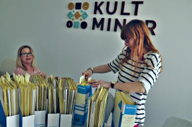 Elsősorban a magyar szervezeteket sújtja a Kultminorról szóló törvény módosítása, kizárták a cégeket és a színházakat a jelölésből
