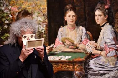 A nagyközönség elé tárta viktoriánus kori térhatású fényképeit Brian May