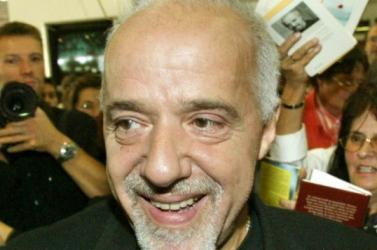 Paulo Coelho nem ír regényt Radovan Karadzicról