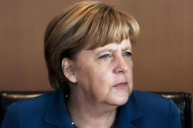 GÖRÖG ADÓSSÁG: Merkel csak a referendum után hajlandó szóba állni a görögökkel