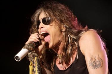 Mégsem lép ki az Aerosmith-ből Steven Tyler