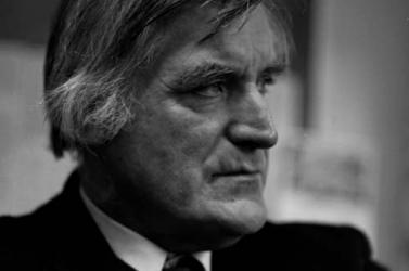 Testvére ír életrajzot Ted Hughes költőről