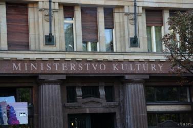 Ján Slota is a kalapja mellé tűzhetné, hogy mennyire nézi idiótának a magyarokat a kulturális kormányzat