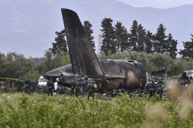 Lezuhant egy katonai repülőgép Algériában