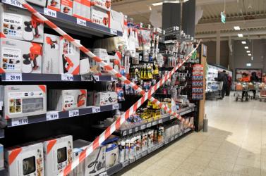 Hajmeresztő eredményeket is hozott a döntés, hogy az áruházakban csak élelmiszert vagy drogériát szabad vásárolni