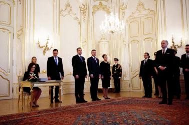 Kiska hivatalosan is kinevezte Peter Pellegrinit és a kormányát - FOTÓK