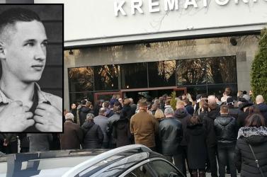 Több százan búcsúztak az érsekújvári szakközépben ért áramütés miatt meghalt diáktól