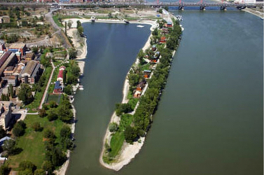 Olajfolt úszik a Dunán Budapesten
