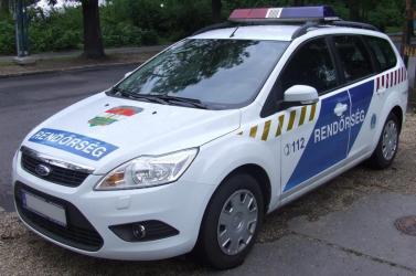 Késsel támadt a rendőrökre egy 18 éves fiatal Debrecenben