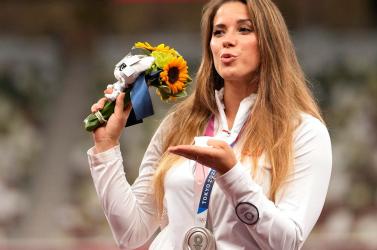 Elárverezte olimpiai ezüstérmét a lengyel gerelyhajító, hogy egy szívbeteg kisfiún segítsen