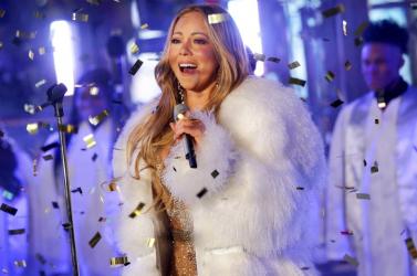 25 éves Mariah Carey legendás karácsonyi dala, itt az új videóklipje