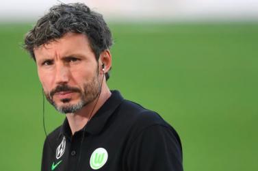 Menesztették Mark van Bommelt a Wolfsburgtól