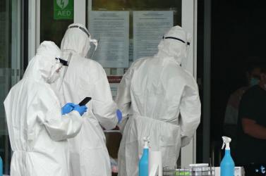 Koronavírus - A fertőzöttek száma 219,7 millió, a halálos áldozatoké 4,55 millió a világon