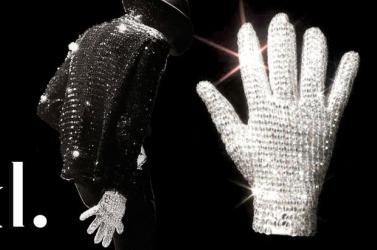 Michael Jackson fehér flitteres kesztyűje 112 ezer dollárért kelt el egy árverésen