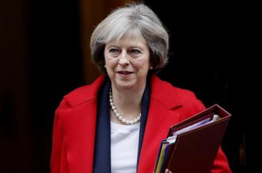 Theresa May még közel egy hónapig látja el feldatait