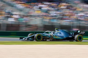 Ausztrál Nagydíj: Hamilton gyorsabb volt Vettelnél az első szabadedzésen