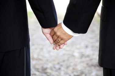 A svájci parlament engedélyezte az azonos neműek házasságkötését