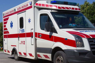 Kiugrott a másodikról a kislány, eszméletlen állapotban került kórházba