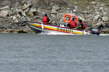 Eltűnt egy fiatal nő a víztározóban, csak az üres gumicsónakot találták meg a víz felszínén