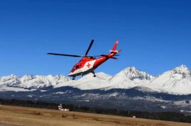 20 métert zuhant egy turista a Tátrában, helikopterrel szállították kórházba