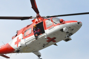 Súlyos áramütés ért egy férfit, mentőhelikopterrel szállították kórházba