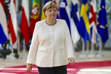 Merkel tartózkodott, de az uniós elit elégedett az EU kijelölt vezetőivel