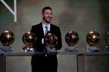 Aranylabda - Messi mindössze hét ponttal végzett Van Dijk előtt