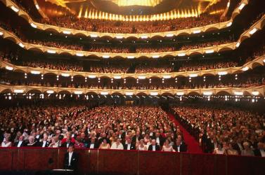 A nagy érdeklődés miatt a New York-i Metropolitan Opera bevezeti a vasárnap délutáni előadásokat