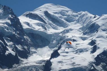 Épségben olvadtak ki a francia Alpokban több mint ötven éve a jég alatt rejtőző újságok