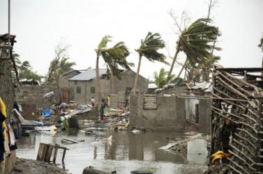 Mozambikban még 15 ezer ember várja a segítséget a víz alá került térségekben