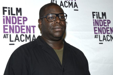 Az Oscar-díjas 12 év rabszolgaság rendezője a cannes-i válogatásba bekerült filmjeit George Floyd emlékének ajánlotta