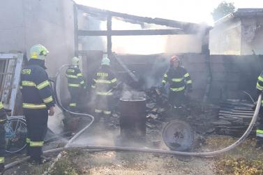 Majdnem leégett egy ház Nagyfödémesen, a helyi önkéntesek mentették meg a mellette lévő boltot