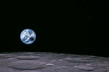 Napfogyatkozás közben készített képeket a Földről a Hold körül keringő műhold