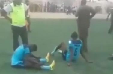 TRAGÉDIA: Összeütközött ellenfelével a labdarúgó – már nem tudták újraéleszteni (videó) 18+