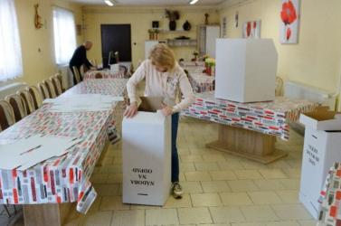 Népszavazást kezdeményezne az előrehozott parlamenti választásról az SNS