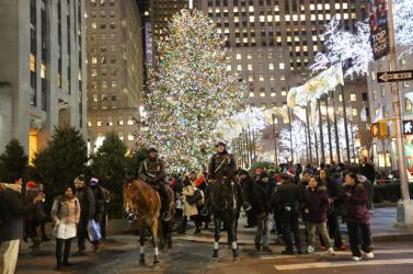 Sétálóövezetté nyilvánítják a New York karácsonyfáját övező utcákat