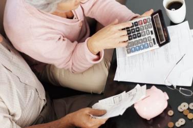 Még másfél hónap, és 2,9%-kal emelkednek a nyugdíjak