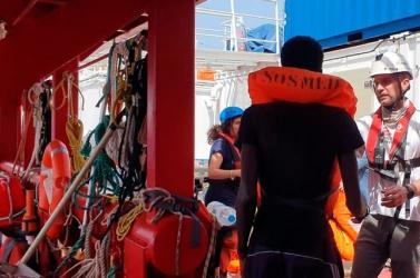 Illegális bevándorlás - Nem maradt elég élelmiszer az Ocean Viking fedélzetén