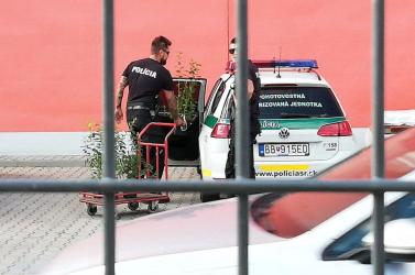 Itt repül a kismadár! Szolgálat közben shoppingoltak a rendőrök (FOTÓK)