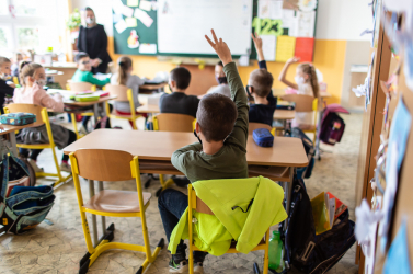 Jövő héten még nem térnek vissza a diákok az iskolapadokba, folytatódik a távoktatás