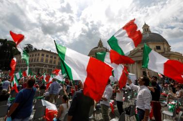 Koronavírus-hírek: Olaszországban több tartományban ismét a veszélyességi szint fölé ugrott a járvány terjedése