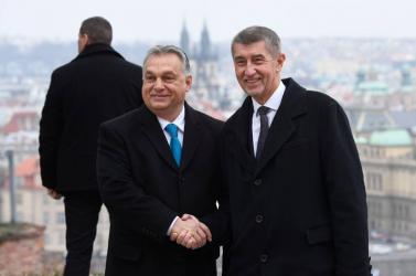 Magyarországra nyomást gyakorolna a Babišpártjához tartozó uniós biztos