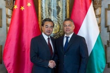 Orbán rágyújtott egy nótára Kínában – VIDEÓ