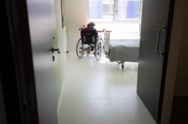 Idősbántalmazást lepleztek le aružinovi idősek otthonában