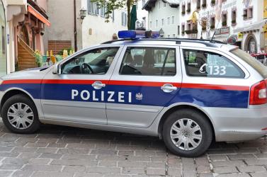 Egy nő letépte egy rabbi kipáját, és késsel megfenyegette őt Bécsben