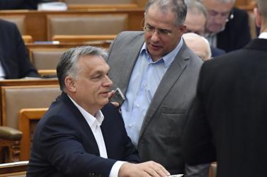 No limit: a vírusra hivatkozva rendeletekkel irányíthatja Orbán az országát, amíg csak jónak látja