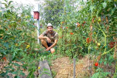 """""""A fura kertész, akit sosem értenek az emberek"""" – A nagymegyeri Paxián Erikkel a háztáji gazdálkodásról beszélgettünk"""