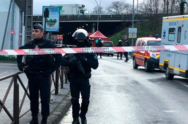 Terrorcselekménnyé minősítették a párizsi késelést, mely során egy ember meghalt